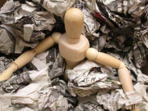 ゴミに埋もれる住人